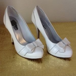 Adorable white heels with bow